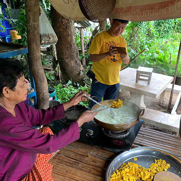 woman cooking plai